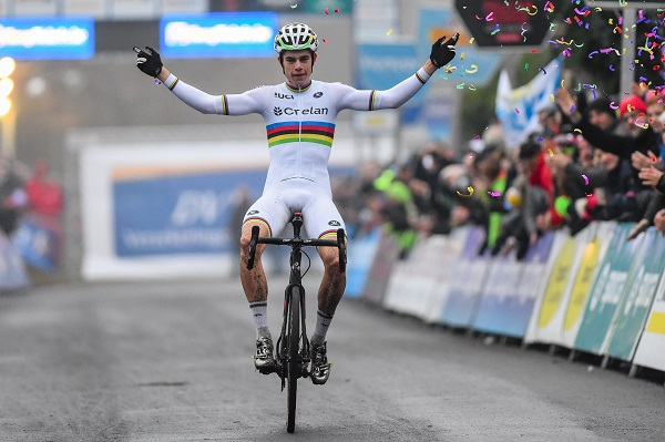 Van Aert wint in Essen 2017 GVG foto small